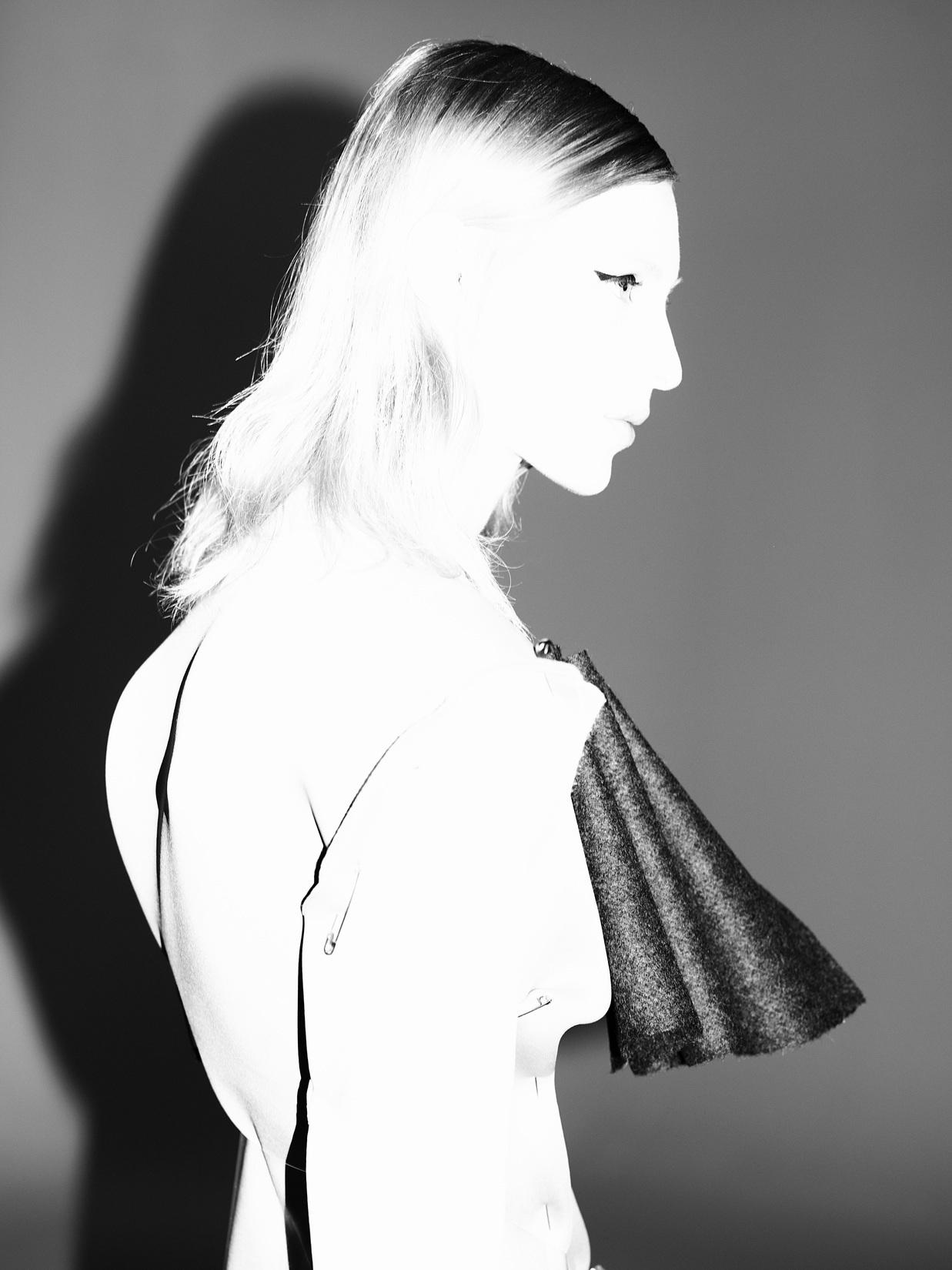 Julia Nobis photos