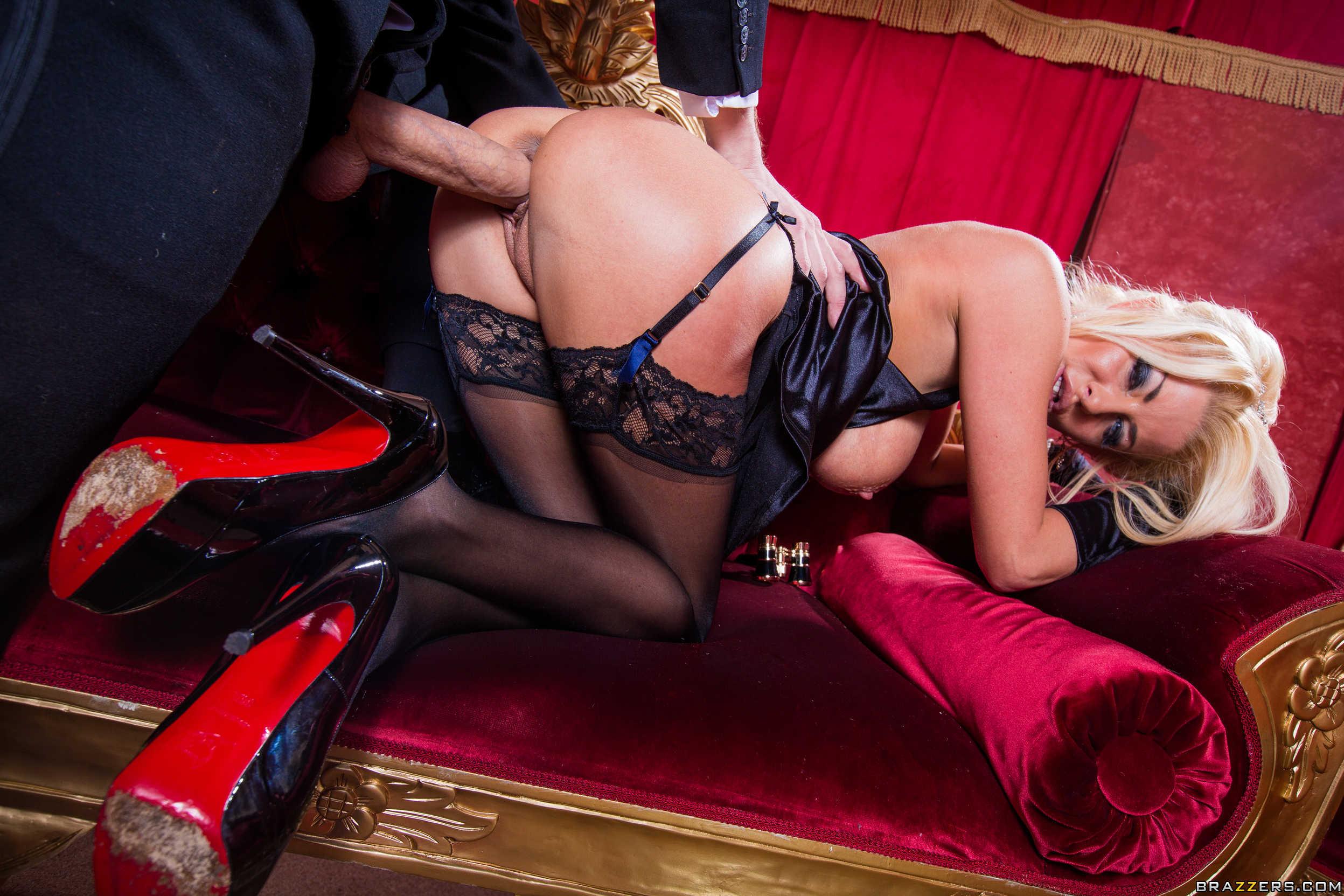 Смотреть порно гламурных женщин в чулках, Трах с гламурной блондинкой в чулках порно видео 9 фотография