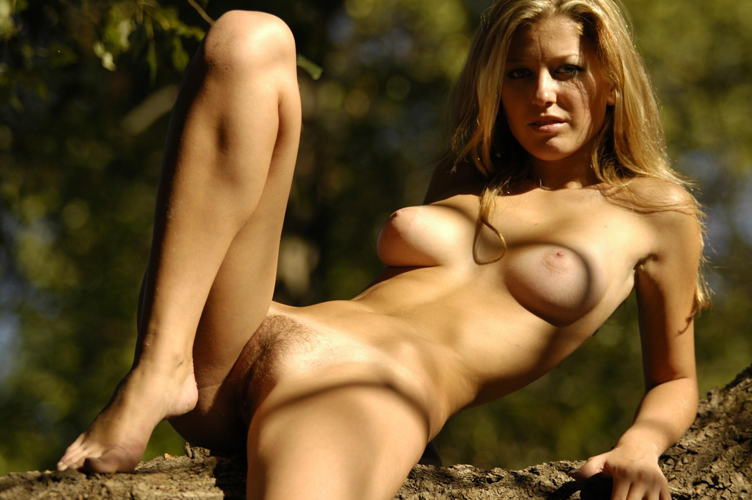 Красивые женщины и совсем голые